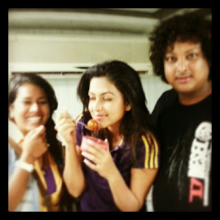 amala paul with friends in thalaivaa shooting spot photos