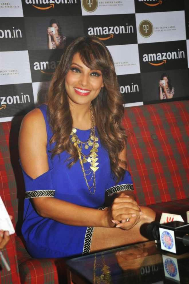 bipasha basu latest photo in blue dress at amazon event