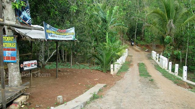 Jalanan menuju Goa Watu Joglo melalui Dusun Kepil, Putat.