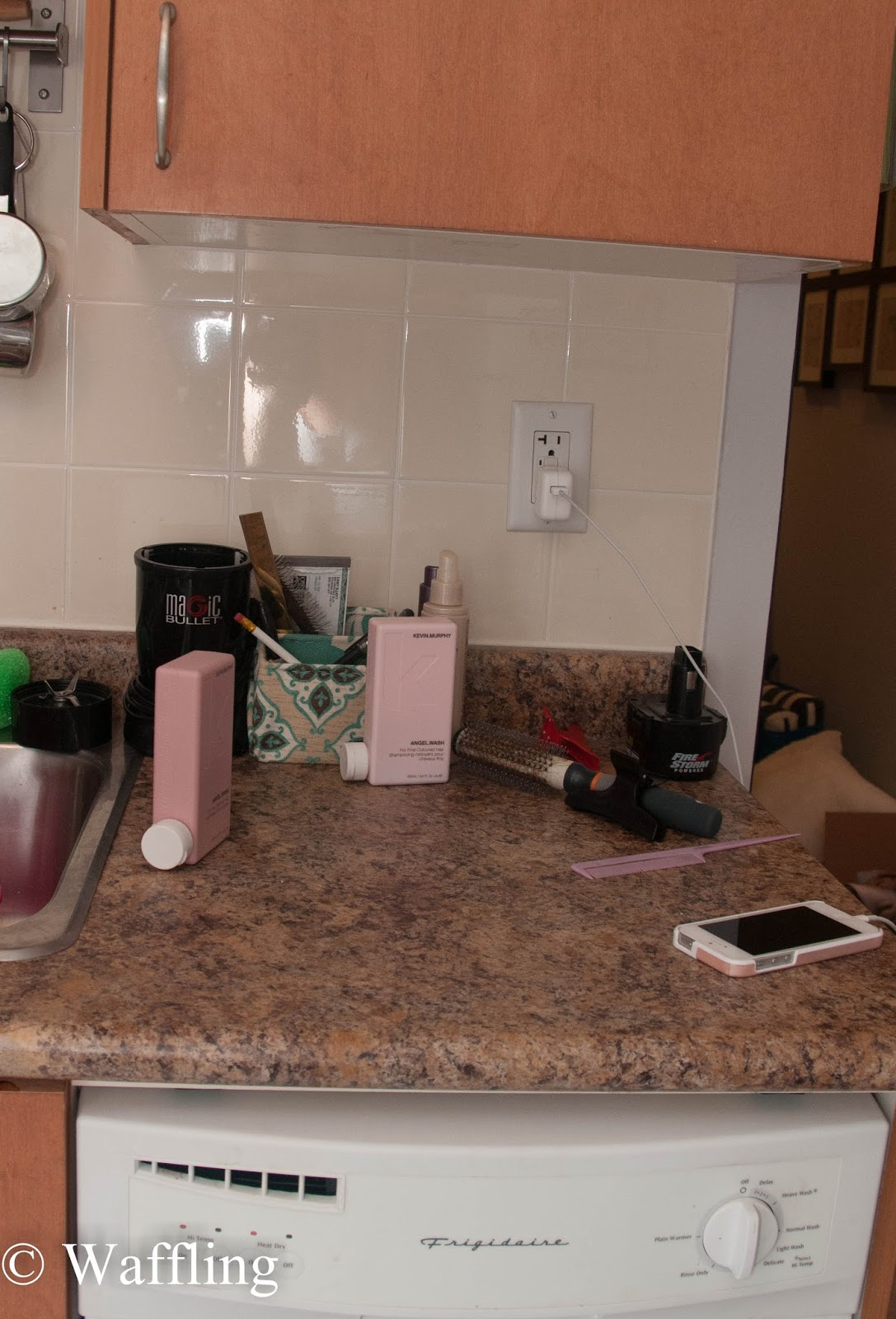 Beau Kitchen Counter Organization