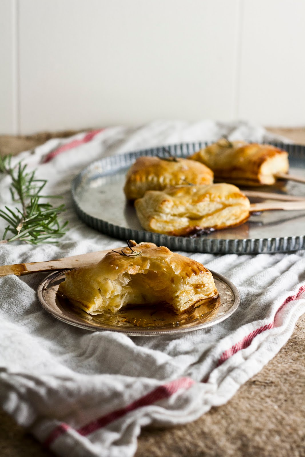 Bite-Sized Baked Brie with Rosemary and Honey - hummingbird high || a ...