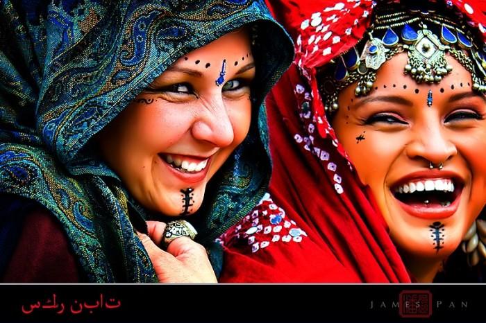Корейские танцовщицы, курдские девушки, участники Венецианского карнавала,