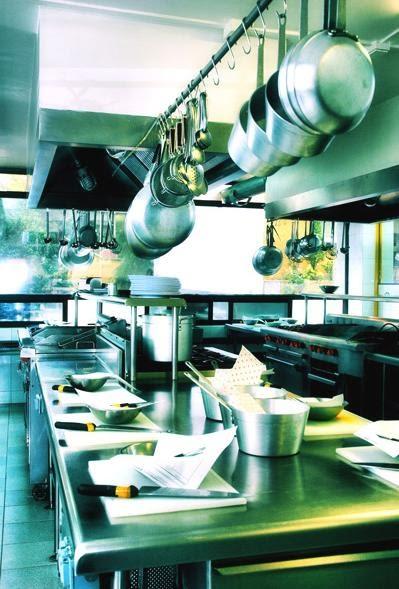 gastronom a a libreta abierta i utensilios de cocina