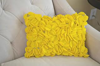 Almofada com apliques de feltro