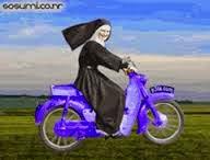 Chistes religiosos, monjas, moto, cruzar, curva, derrumba, obstáculos, policía.