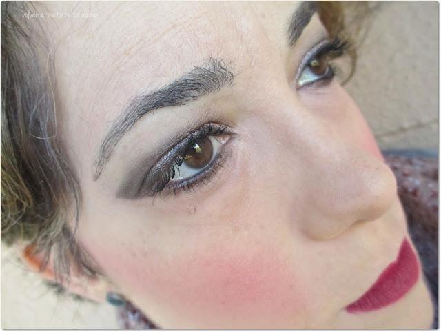 Maquillaje: Ojos luminosos y labios vino