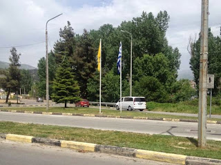Γιατί τοποθετήθηκαν οι βυζαντινές σημαίες στην είσοδο της πόλης και στον κόμβο Χλόης;