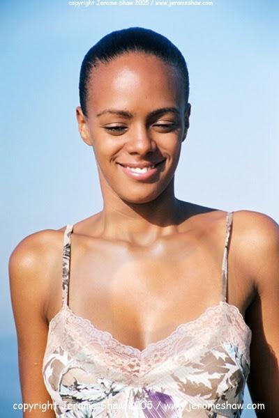 Maisa Soares Silva on Ipanema Beach in Rio de Janeiro,  Brazil. Photo: copyright Jerome Shaw / http://www.JeromeShaw.com