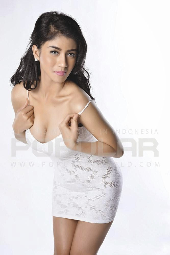 Galeri Foto Cantik Lina Marlina Di Majalah Popular World Edisi