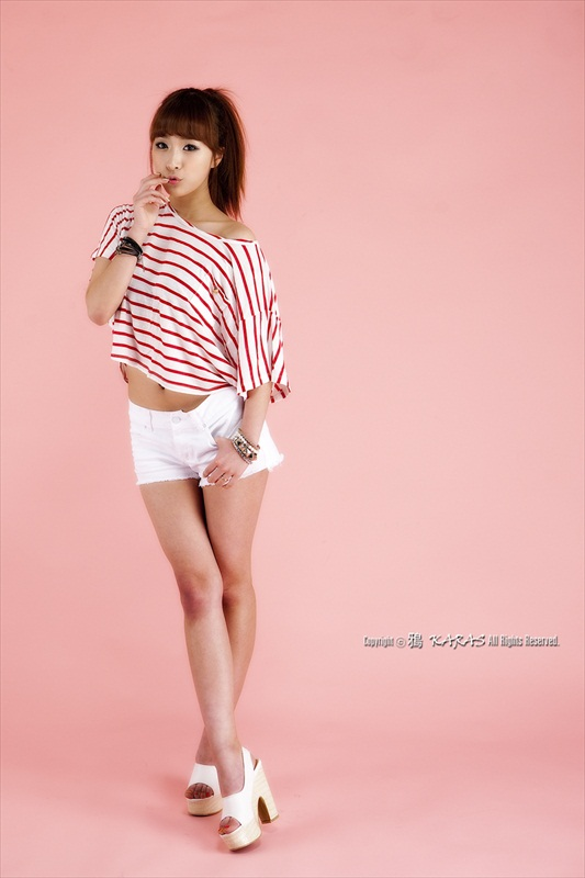 Minah – Gorgeous Striped Outfit