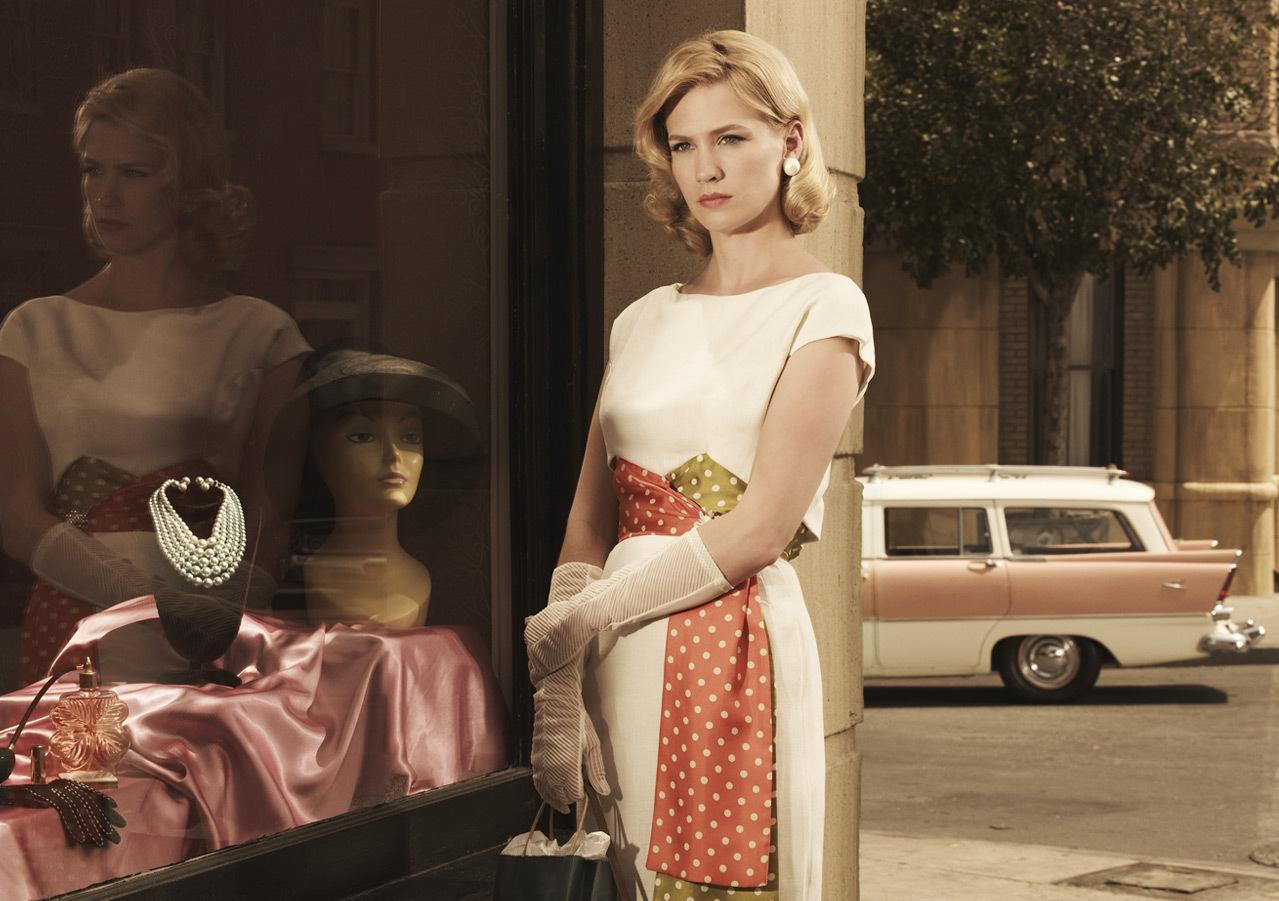 http://3.bp.blogspot.com/-ZioZu9dnIWI/UDQP4nbQgZI/AAAAAAAAIQo/SkqmnhctZMc/s1600/January-Jones-Mad-Men.jpg