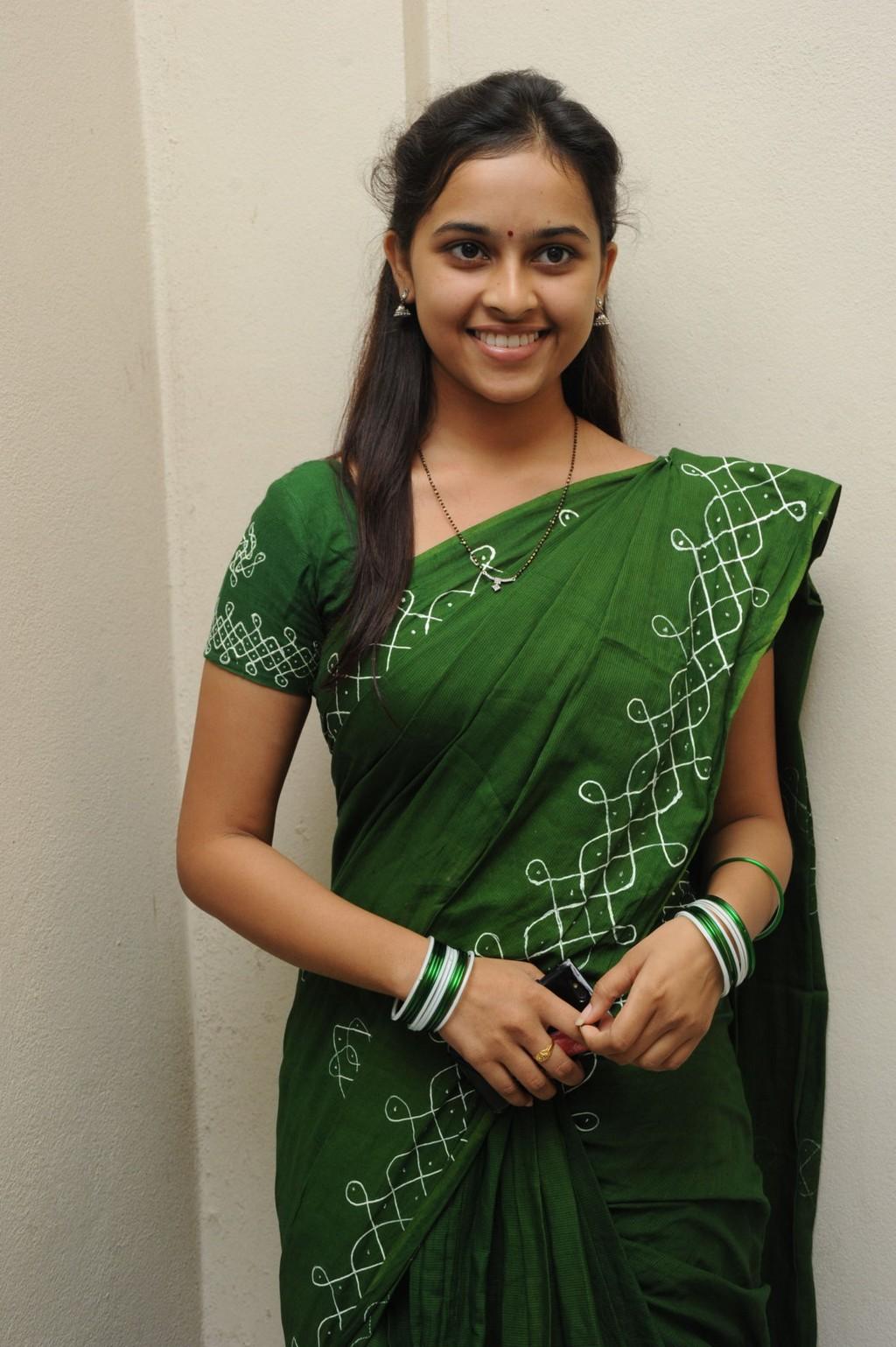 sri divya latest photos in saree   telugu cinema samacharam