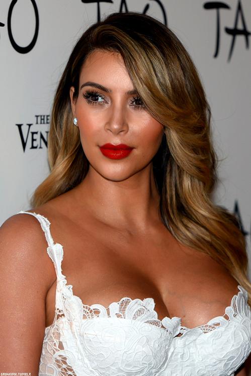 Blonde Kim Kardashian Teulugar