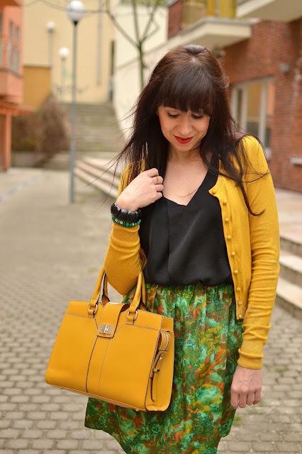 SAMODRŽIACE SAMÉ DRŽAŤ DLHO NEVYDRŽIA!_Katharine-fashion is beautiful_Žltá kabelka JEJ_Žltlý sveter_Katarína Jakubčová_Fashion blogger