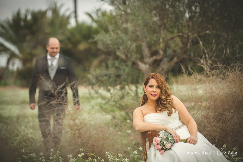 silla vintage y ramo de flor seca para bodas