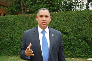 Alexis Jiménez, arremete contra Juan de los Santos; lo reta a un debate