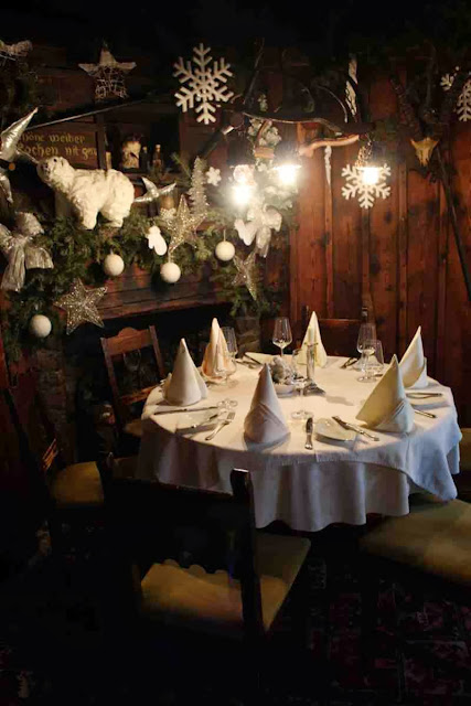 Gemütlich: die Trinkstube im Restaurant Eulenspiegel in Salzburg © Copyright Monika Fuchs, TravelWorldOnline