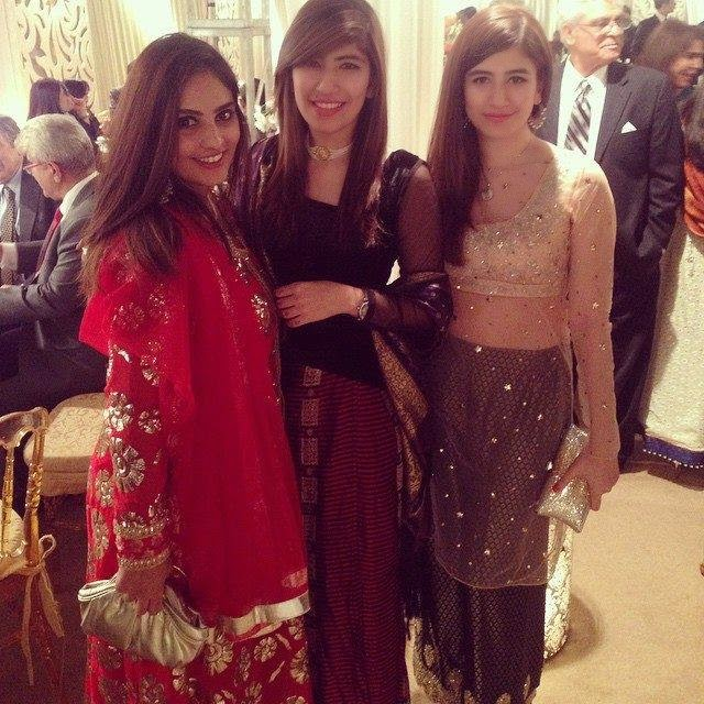 Actress Syra Yousaf With Her Sister At Wedding