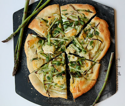 pizza with asparagus