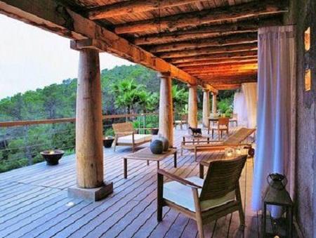 Fusion de espacios exteriores e interiores for Casas sobre terrazas