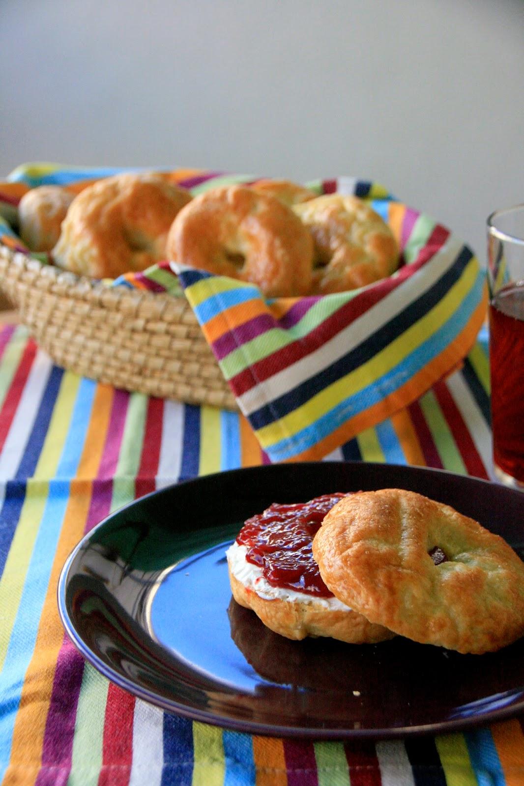 Bagels amb melmelada de maduixa