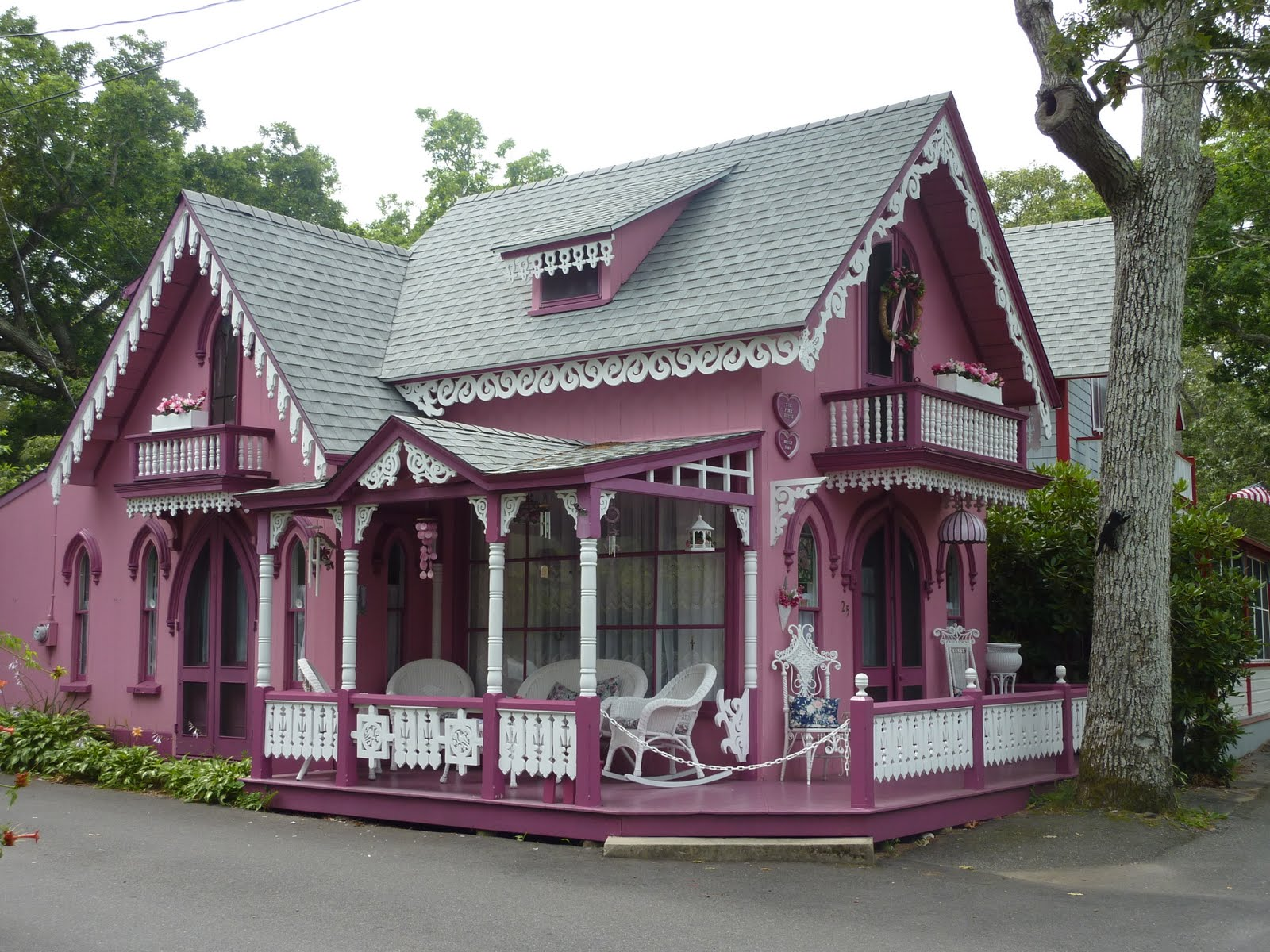 Carey and peter do fishing villages in the us for Gingerbread houses martha s vineyard