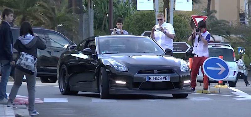 【動画】加速する700HPの日産GT-Rのドライバーから見える景色