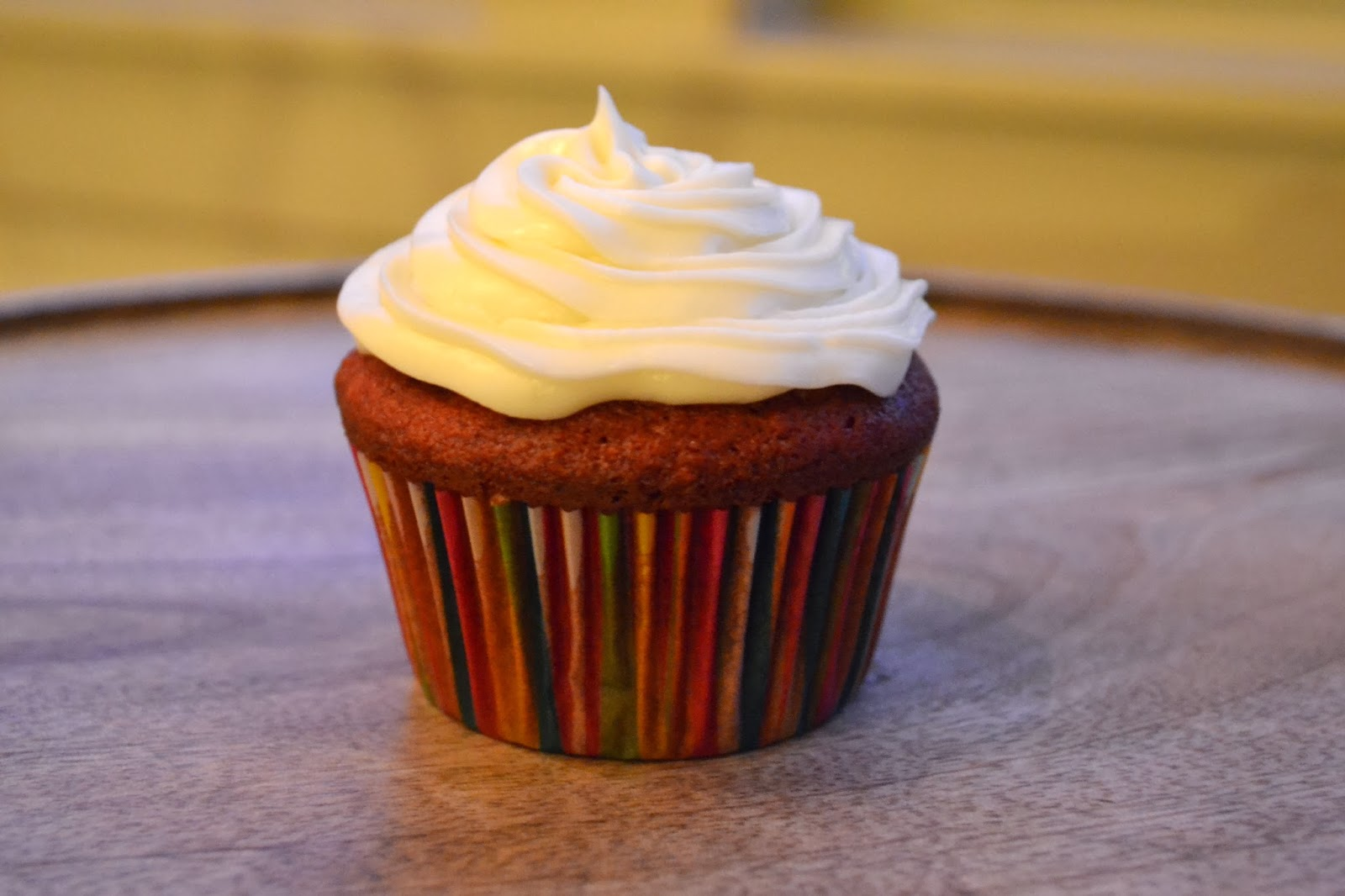 how to make red velvet cupcakes with cream cheese frosting