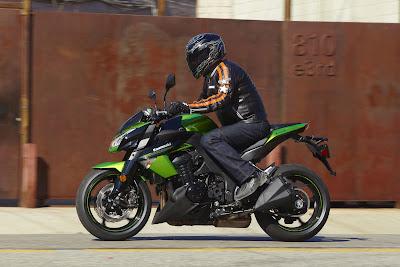2011 Kawasaki Z1000 Action