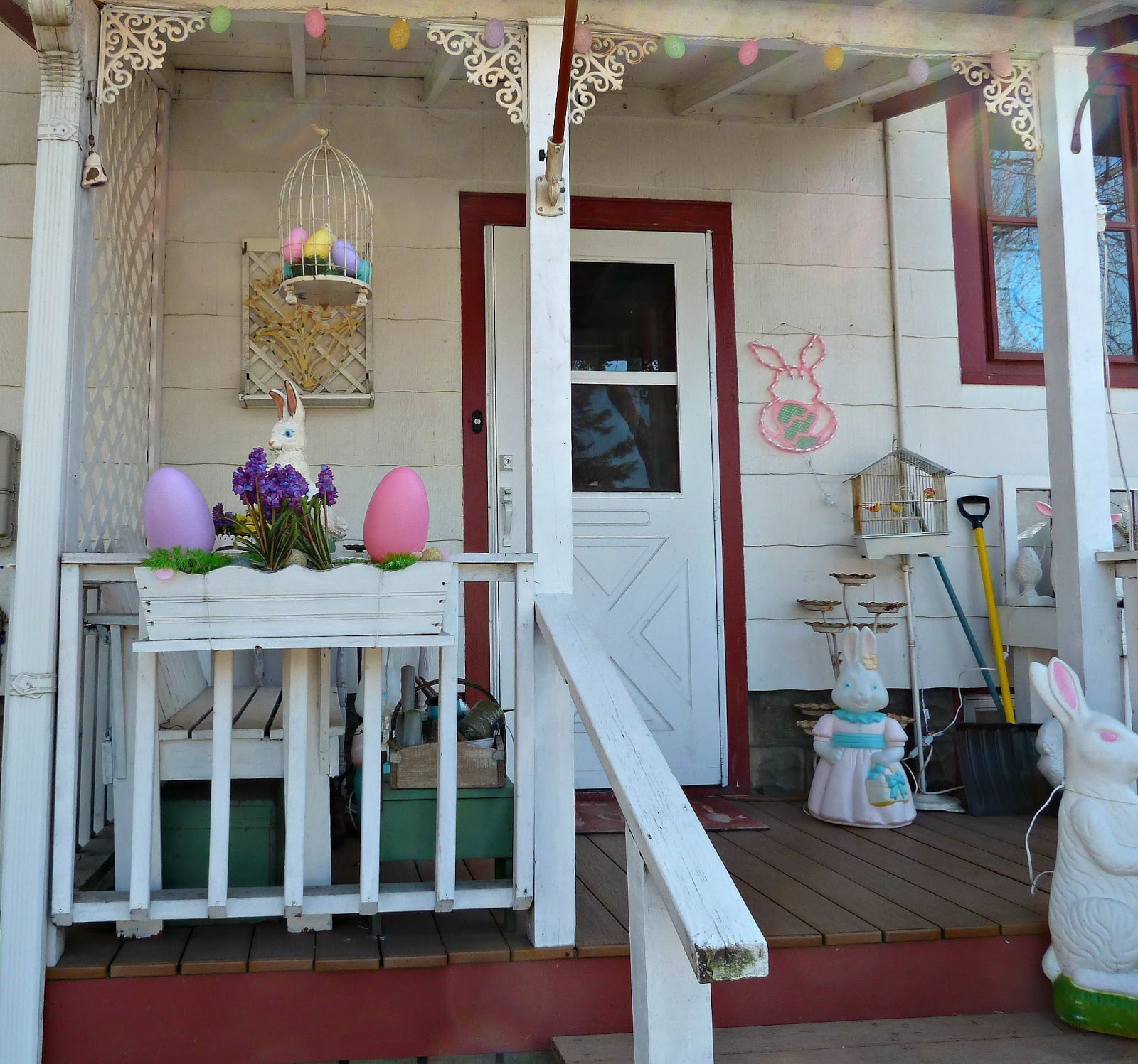 Old glory cottage easter decorations Cottage porch decorating ideas