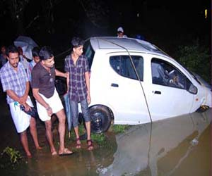 Four Dead, vehicle plunges, River, Wayanad,Malayalam News, National News, Kerala News, International News, Sports News.