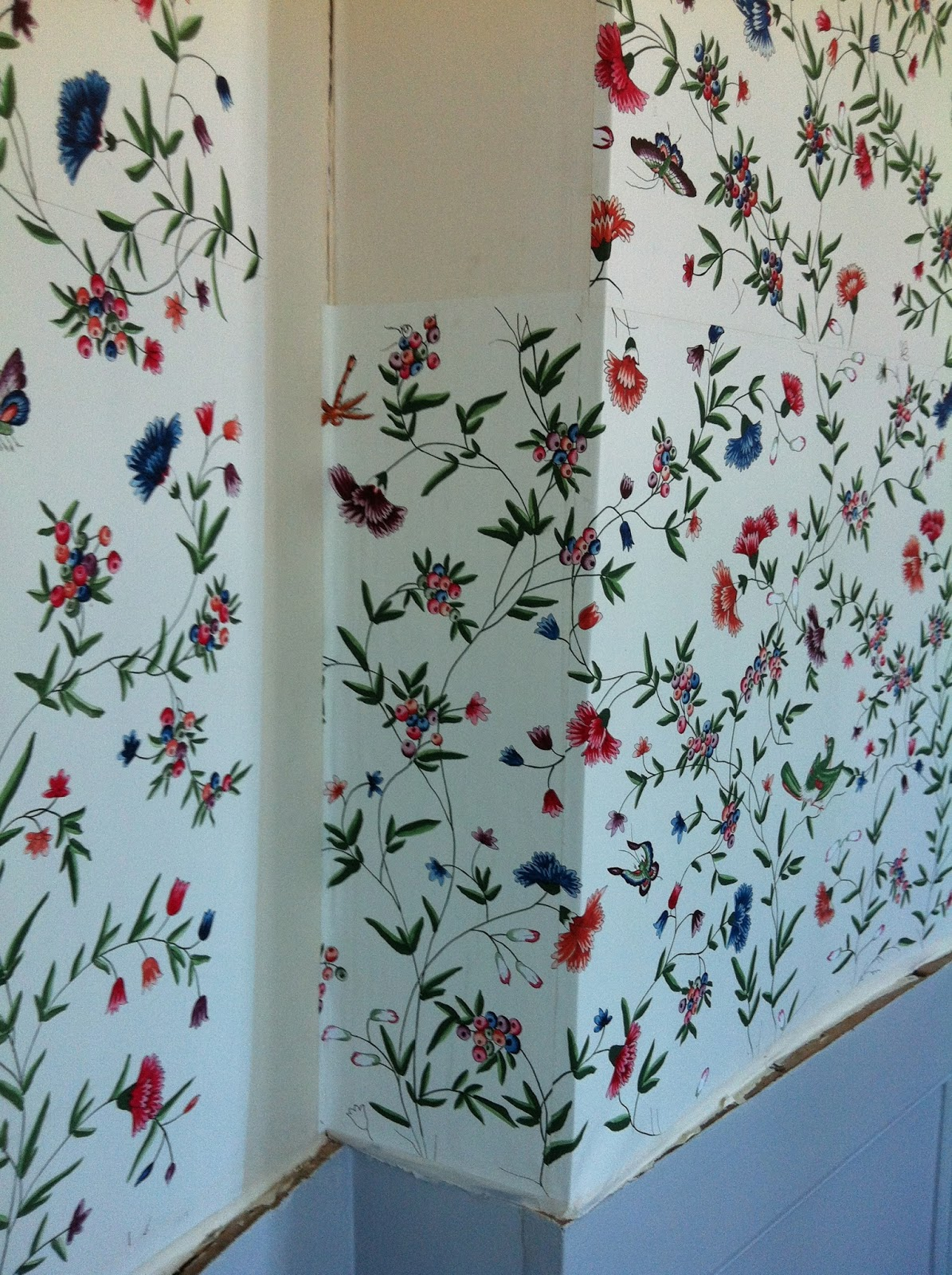 wallpapering around a curved corner