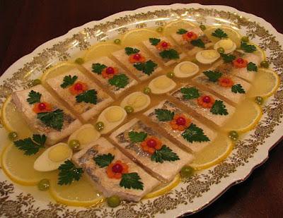 Заливная рыба – холодная закуска, которая украсит любой праздничный стол