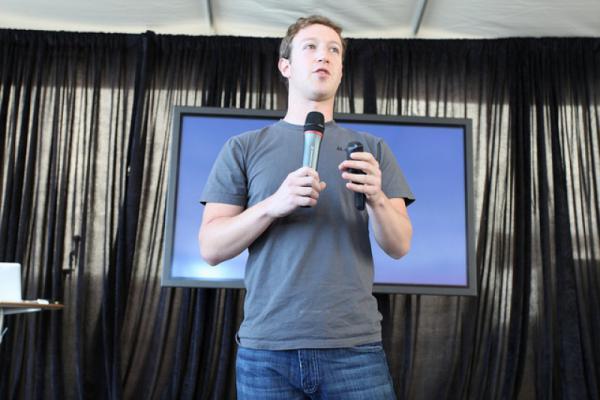 مارك زوكربيرغ يكشف عن مشروعه التكنولوجي الطموح في 2016