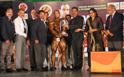 Chancellor Ashok Mittal giving winning trophy to Champion of Champions for Federation Cup 2013 to Amit Chhetri of Uttrakhand at LPU.