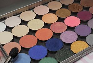 Przegląd kolorów cieni Hean