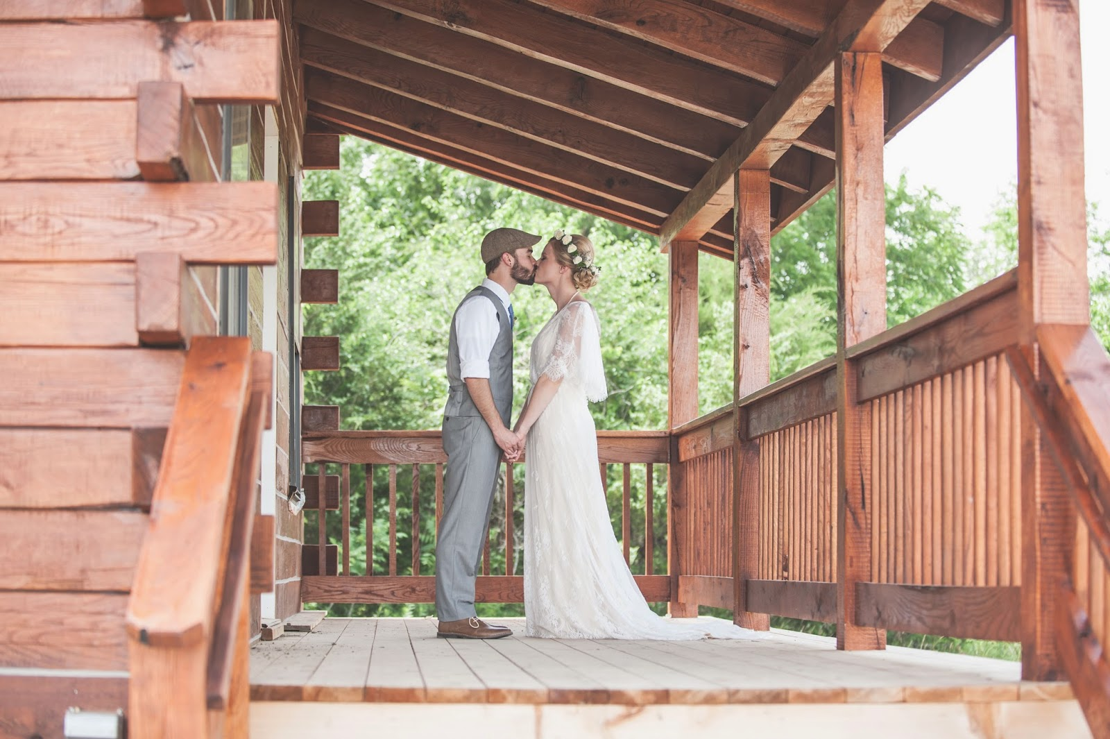 Bride and Groom log cabin Buffalo Lodge