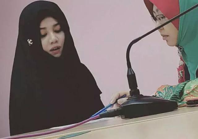 Stacy peluk islam