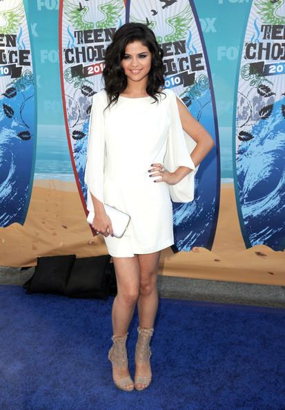 Celebrity Hairstyle Ideas Selena Gomez Medium Length Wavy Hairstyle