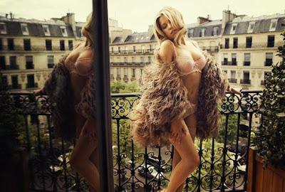 Sylvie doet Hunkemöller Shooting in Parijs