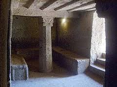 Arquitectura etrusca, Tumba de los Capiteles, Arco de Volterra,