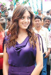 Parvathi Melton in purple dress    com 13829354fd7bedde8757e17d4b65ed06e24ba0f6