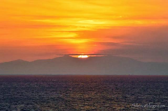 Gambar matahari terbit yang di ambil dari atas Kapal Superstar Libra