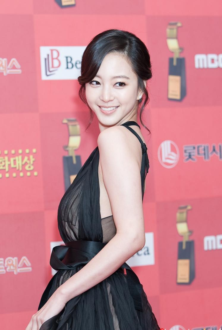Korea 39 S Latest Fashion Blog Korean Actress Han Ye Seul Vs Yoon Eun Hye