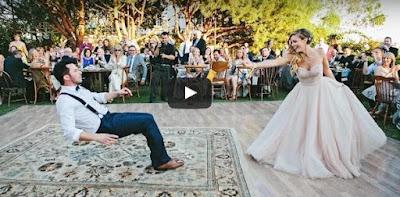 Η νύφη και ο γαμπρός έδωσαν μια καταπληκτική χορευτική παράσταση
