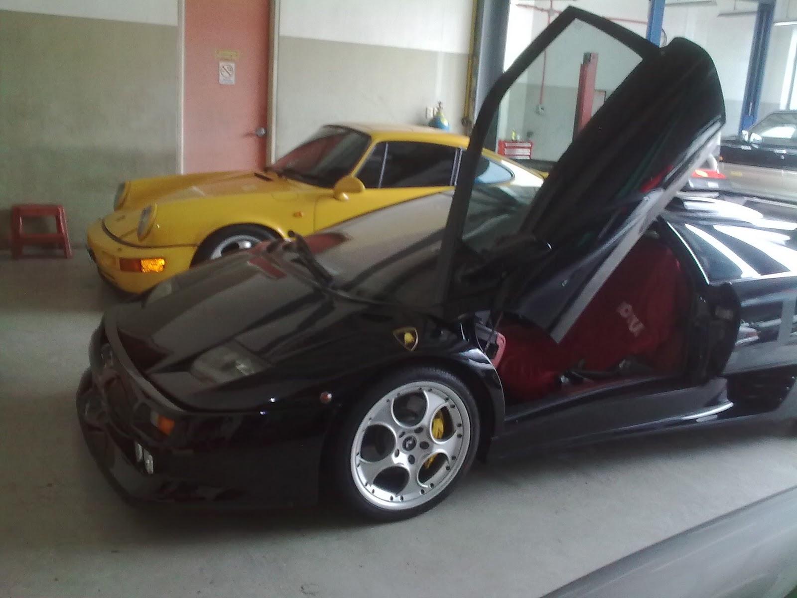 a Lamborghini Diablo VT,