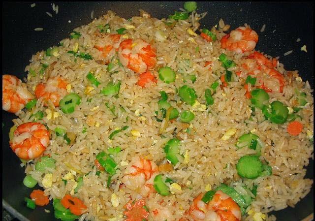 Vietnamese Fried Rice with Prawns (Cơm Chiên Tôm)3