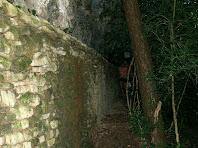 Murs de pedra seca que ajuden a salvar el desnivell
