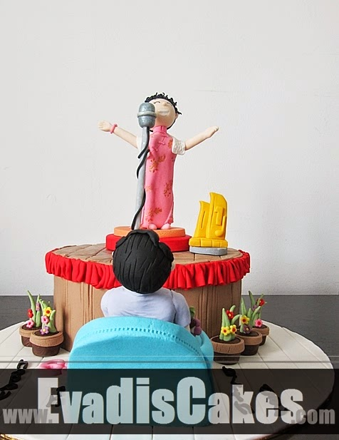 Front view picture of mom singing theme cake