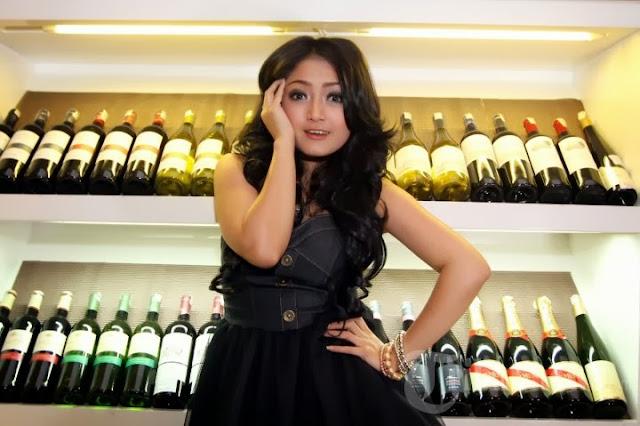 siti badriah hot 05 Skandal Foto Mesum Penyanyi Dangdut Siti Badriah